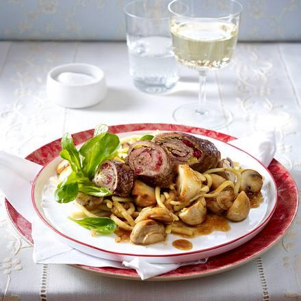 Roastbeef-Preiselbeer-Röllchen zu Spätzle Rezept