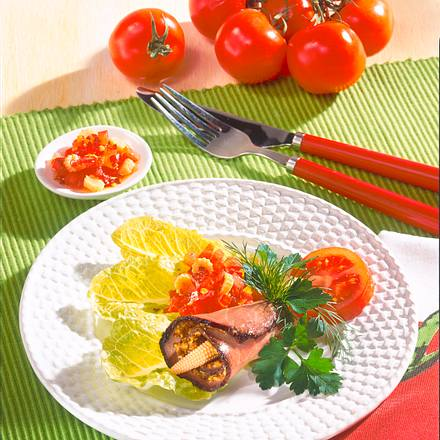Roastbeef-Röllchen mit Tomaten-Dip Rezept