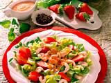 Römersalat mit Erdbeeren und Krabben Rezept
