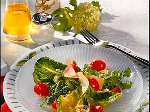 Römersalat mit Tomate und Schalotten-Vinaigrette Rezept