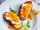Röstbrote mit Ofenmöhren & Orangencreme Rezept