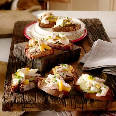 Röstbrote mit Puten-Käse-Salat Rezept