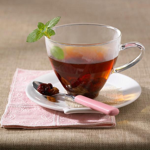 Rooibos-Minz-Tee mit Honig, Rosinen und Cranberries Rezept