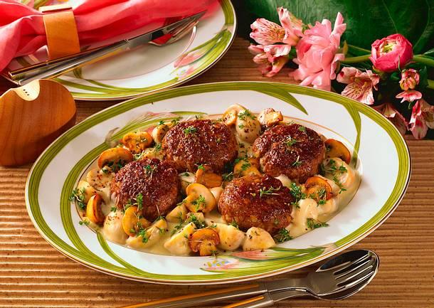 Roquefort-Frikadellen auf Rahm-Champignons Rezept
