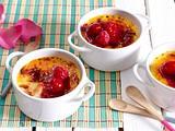 Rosen-Crème-brûlée mit Himbeeren Rezept