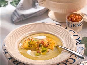 Rosenkohl-Cremesuppe mit kleinen Rösti und Speck Rezept