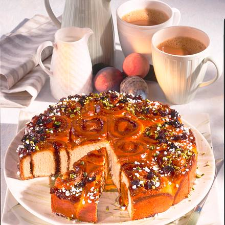 Rosettenkuchen mit Pflaumenmus und Marzipan Rezept