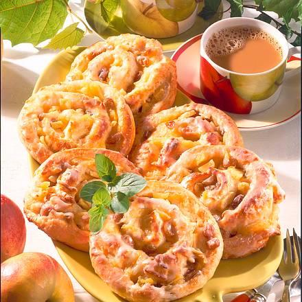 Rosinen-Apfelschnecken (Hefeteig) Rezept