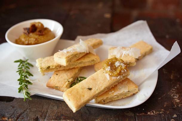 Rosmarin-Parmesan-Shortbread mit Feigen-Orangensenf Rezept