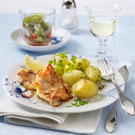 Rotbarschfilet mit Kerbelsoße und Gurkensalat Rezept