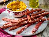Rote-Bete-Grissini mit Möhrendip Rezept