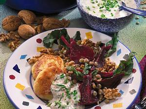 Rote-Bete-Linsensalat zu Kartoffel-Quarkplätzche Rezept