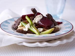 Rote Bete mit Beefsteakstreifen und Meerrettich-Frischkäse Rezept