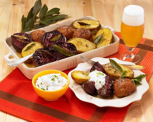 Rote Bete mit Frikadellen und Kartoffeln vom Blech Rezept