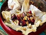 Rote-Bete-Päckchen mit Schafskäse und Knoblauchbutter Rezept