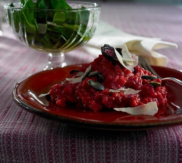 Rote-Bete-Risotto mit Parmesan und Kürbiskernen Rezept