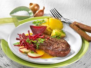 Rote Bete-Salat mit Hüftsteak und Ofenkartoffel Rezept