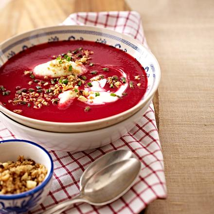 Rote-Bete-Sellerie-Suppe mit Grießnockerln Rezept