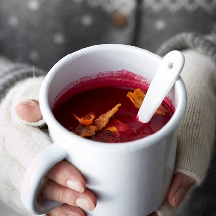 Rote-Bete-Suppe mit Gemüsechips Rezept