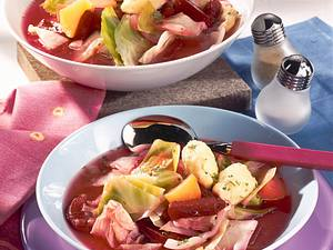 Rote Bete-Weißkohl-Eintopf mit Meerrettich-Klößchen Rezept