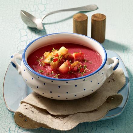 Rote Betecremesuppe mit Apfel-Toast-Croutons Rezept