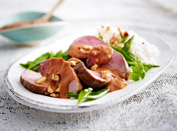 Rote Erdnusssoße zu Schweinefilet Rezept
