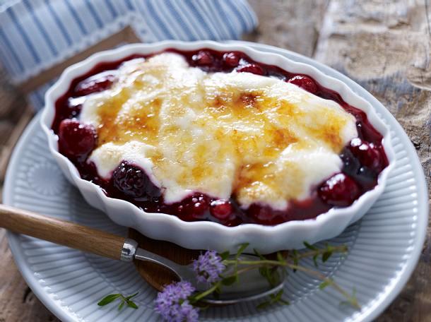 Rote Grütze mit Joghurt und Zuckerkruste Rezept