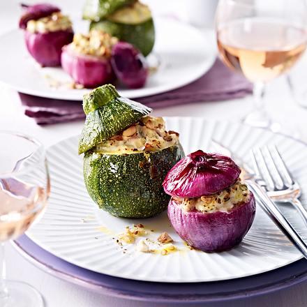 Rote Zwiebeln und runde Zucchini mit Füllung Rezept