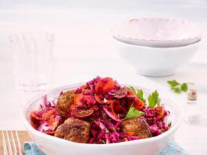 Roter Krautsalat mit Köfte Rezept