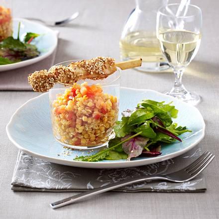 Roter Linsensalat zu Hähnchen-Sesam-Spießen Rezept