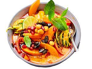 Rotes Kürbis-Paprika-Curry mit Granatapfelkernen Rezept