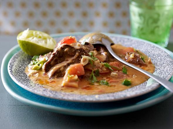 Rotes Rindfleisch-Curry mit Erdnüssen Rezept