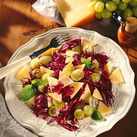 Rotkohl-Traubensalat Rezept