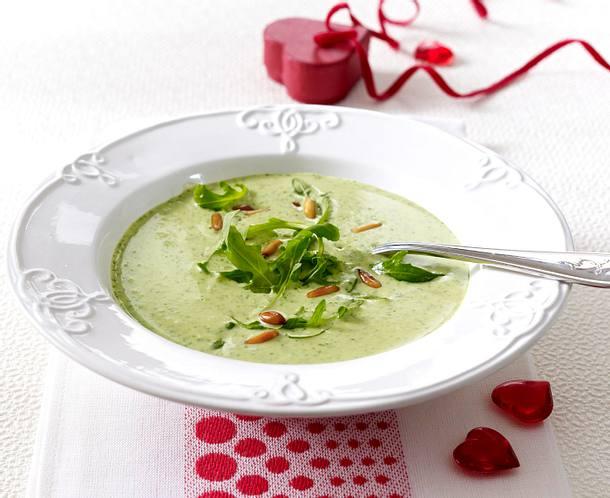 Rucola-Creme-Suppe mit gerösteten Pinienkernen Rezept