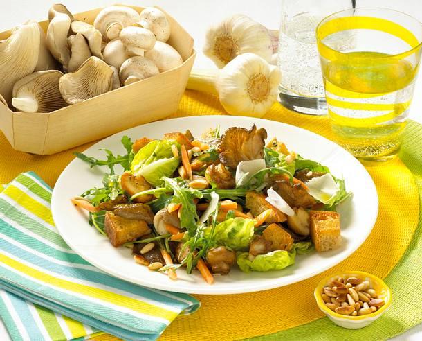 Rucola-Pilz-Salat mit Croûtons Rezept