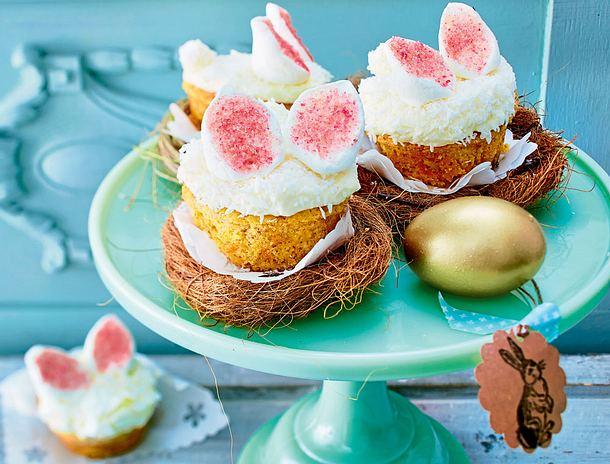 Rüebli-Ananas-Cupcakes mit Hasenohren Rezept