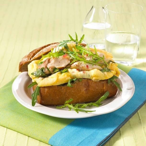 Rührei-Brötchen mit Makrelenfilet (Diät) Rezept