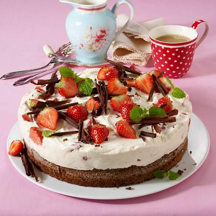 Rührteig mit Schokolade und Erdbeercreme Rezept