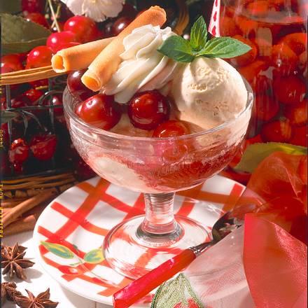 Rum-Kirschen mit Vanille-Eiskrem Rezept