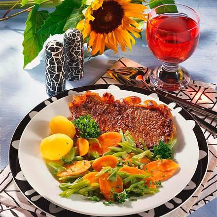 Rumpsteak mit Bohnen-Möhren-Gemüse (1 Person) Rezept