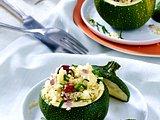 Runde Zucchini mit Couscous-Schafskäsefüllung und Oliven Rezept