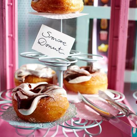 S'more Donuts mit fluffy Tuff Rezept