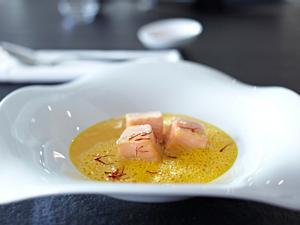 Safran-Tomatensuppe mit Lachs Rezept