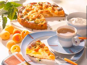 Saftiger Aprikosenkuchen mit Vanille-Sahne Rezept