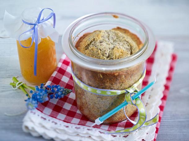 Saftiger Mohn-Kuchen im Glas mit Aprikosensoße Rezept