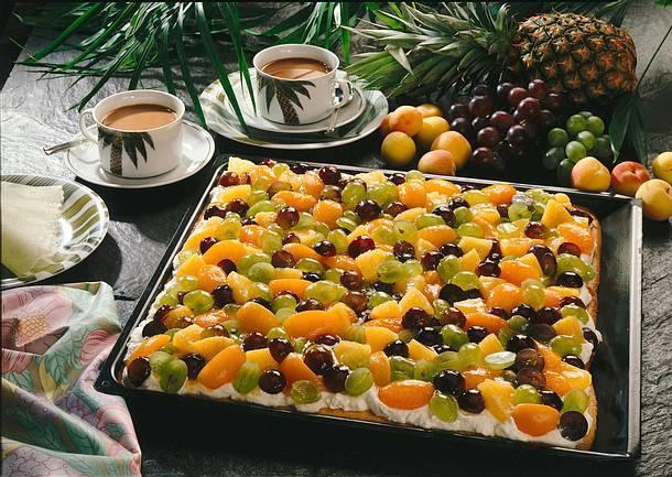 Saftiger Obstkuchen vom Blech Rezept