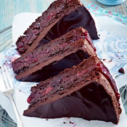 Saftiger Schoko-Beeren-Kuchen Rezept