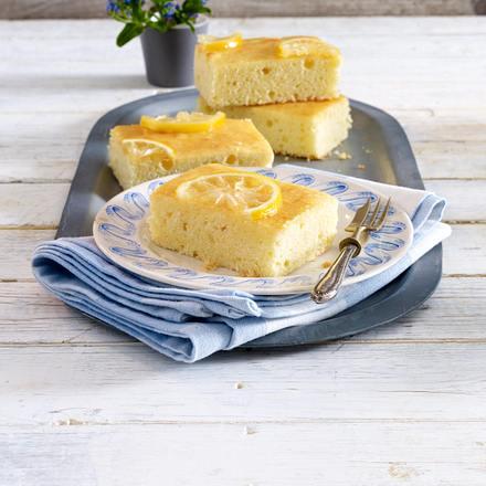 Saftiger Zitronenkuchen vom Blech Rezept