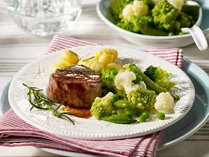 Saftiges Rinderfiletsteak zu buntem Gemüse und Gnocchi Rezept