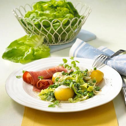 Sahne-Erbsen mit Kopfsalat Rezept